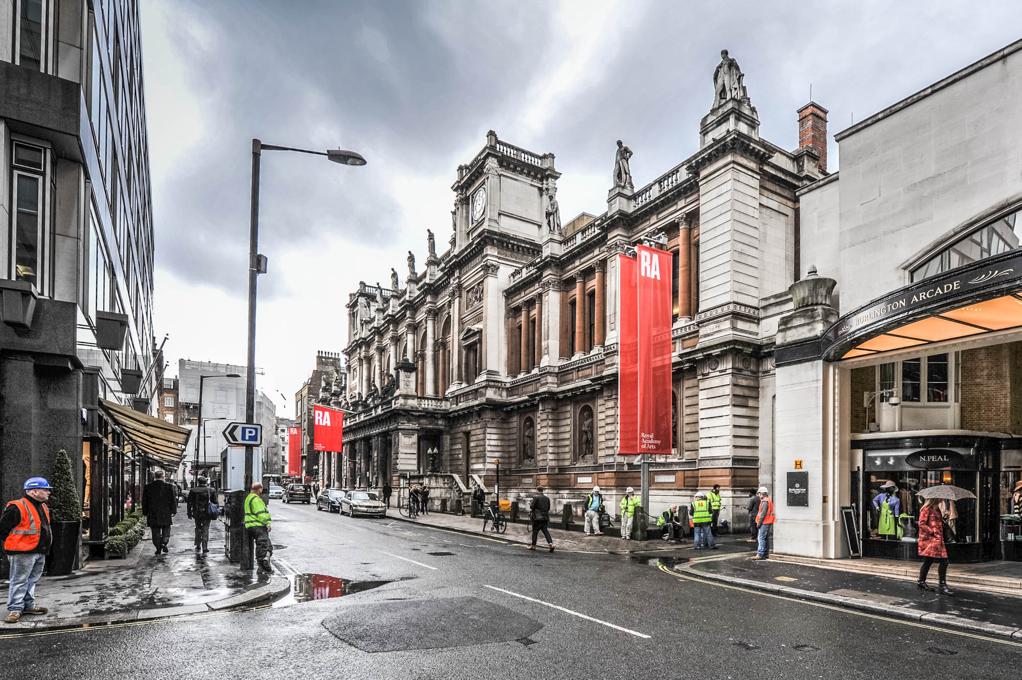 A photo of the exterior of the Royal Academy of Arts in burlington gardens